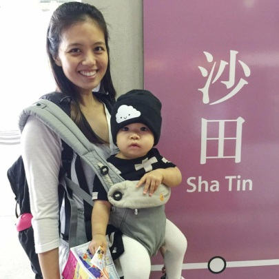 Olive's 1st MRT ride in HK.
